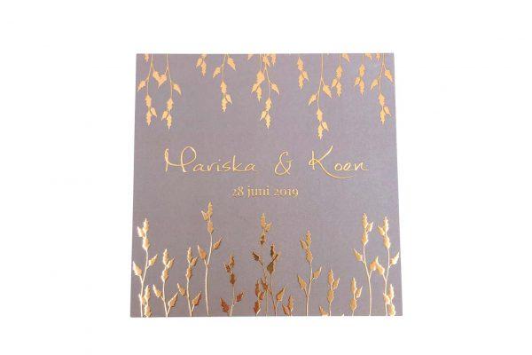 Stijlvolle huwelijksuitnodiging Botanic Gold met rose gouden bladeren